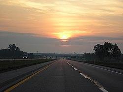 Atardecer en una autopista de Indiana.