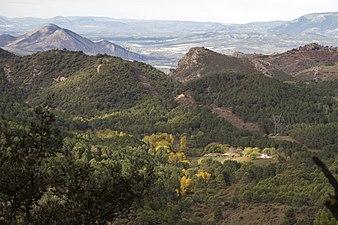 Interior del Parque Natural de la Sierra de Huetor en otoño.jpg