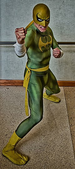 Cosplay d'Iron Fist.