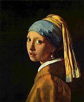 Portrait aux couleurs vieillies d'une jeune femme avec turban bleu et jaune.