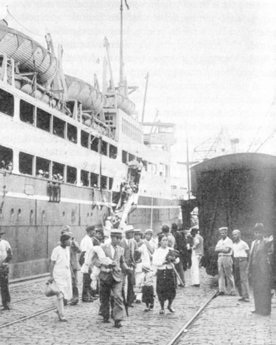 Japanese Immigrants disembarkment in Brazil 1937