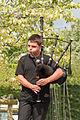Jeune sonneur cornemuse Bagadig Locoal-Mendon.jpg