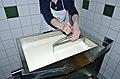 Joehrerhof Schafkaeseproduktion Schneiden der Dickete 13062014 673.jpg
