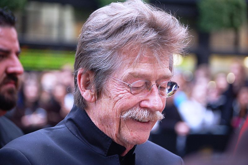 http://upload.wikimedia.org/wikipedia/commons/thumb/e/ec/John_Hurt.jpg/800px-John_Hurt.jpg