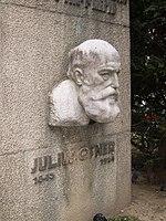 Julius Ofner Denkmal (12912193275).jpg