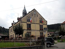 The town hall and school in Jungholtz