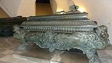 Sarkophag für Johann in der Königsgruft der Wettiner-Gruft (Quelle: Wikimedia)