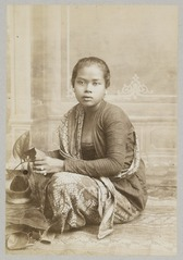 KITLV 12082 - Kassian Céphas - Javanese woman, believed at Yogyakarta - Around 1890.tif