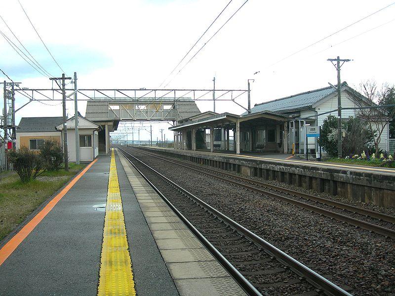 File:Kaga-Kasama-Station-platform.JPG