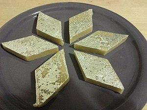 Kaju katli - Image: Kaju katli dessert side view