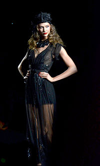 Karlie Kloss at Anna Sui.jpg