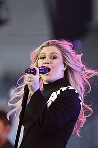 Kelly Clarkson Kelly Clarkson 2018 DoD Warrior Games Opening Ceremony 12.jpg