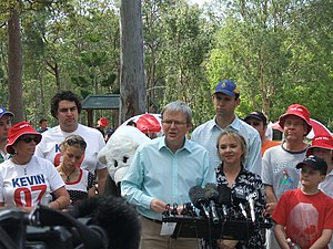 Australian federal election, 2007 - Kevin Rudd campaigning with Labor candidate Kerry Rea in Bonner on 21 September 2007.