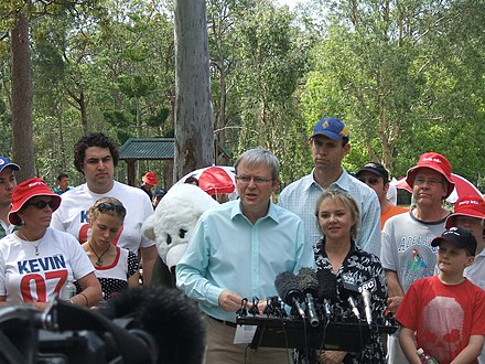 Kevin Rudd campaigning with Labor candidate Kerry Rea in Bonner on 21 September 2007. Kevin07.jpg