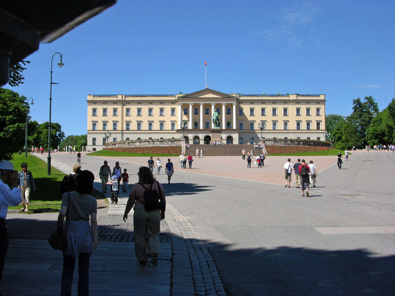 File:Koenigliches Schloss Oslo.jpg