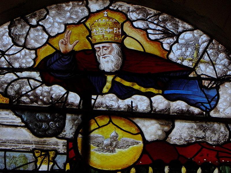 Vitrail de l'Annonciation de l'église Saint-Julien de La Bazouge-des-Alleux (53). Dieu le Père et le Saint-Esprit.