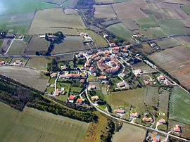 An aerial view of La Force in 2010