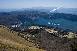 箱根駒ヶ岳山頂より見た芦ノ湖と箱根峠