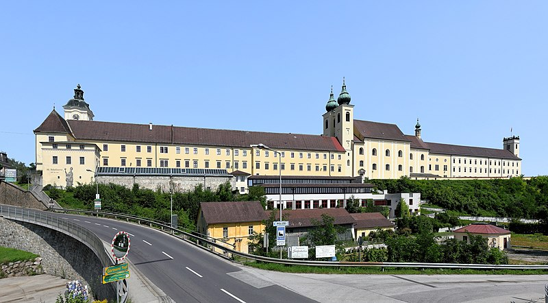 File:Lambach - Stift.JPG