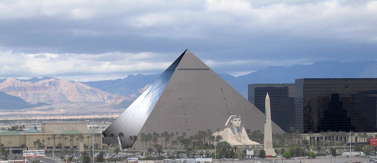 File Las Vegas Luxor Panoramio Jpg Wikimedia Commons