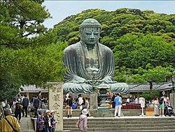 Великий Будда (Дайбуцу) в Котоку-ин, Камакура, в префектуре Канагава, Япония (национальное достояние)