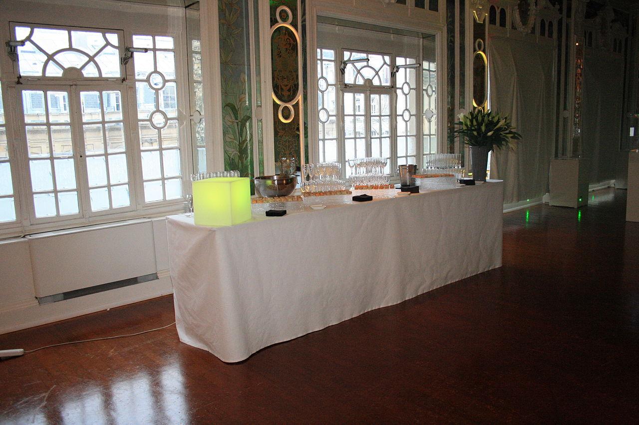 File le salon des miroirs buffet wikimedia commons for Miroir original salon