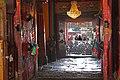 Lhasa-Jokhang-48-Blick zum Eingang-2014-gje.jpg