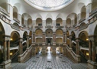 Justizpalast (Munich) - Justizpalast, Areaway and staircase