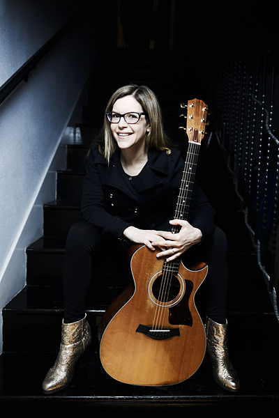 Picture of a band or musician: Lisa Loeb