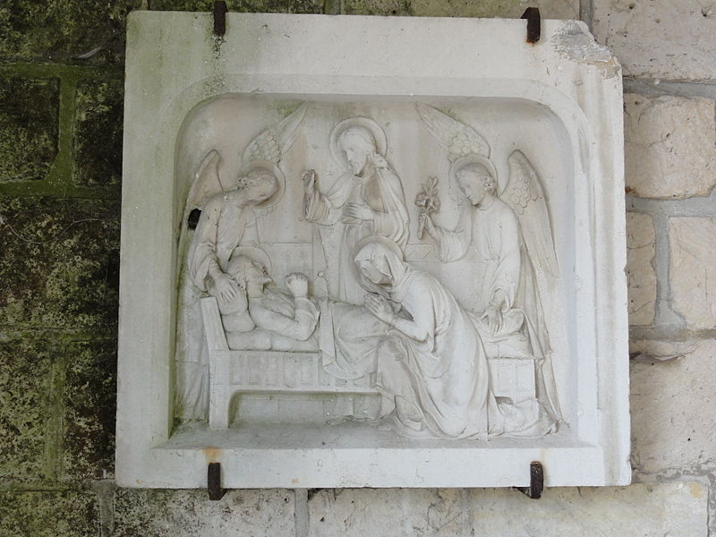 Lizy (Aisne) église relief à l'intérieur