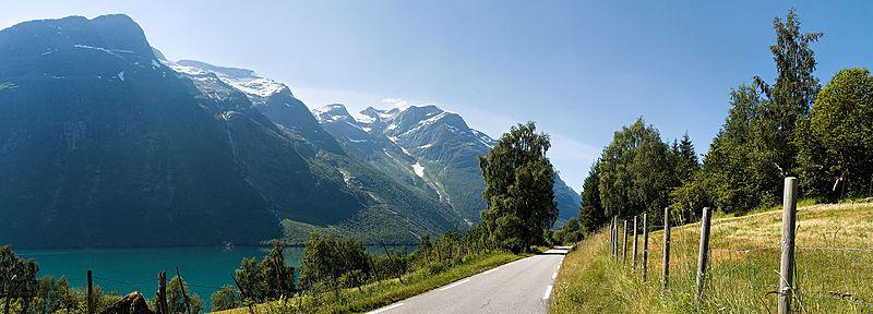 ليون: بلدة صغيرة على الساحل الغربي للنرويج.
