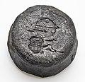 Loden gewicht met ijk en wapen van Rotterdam, conisch van vorm, objectnr 32682(2).JPG