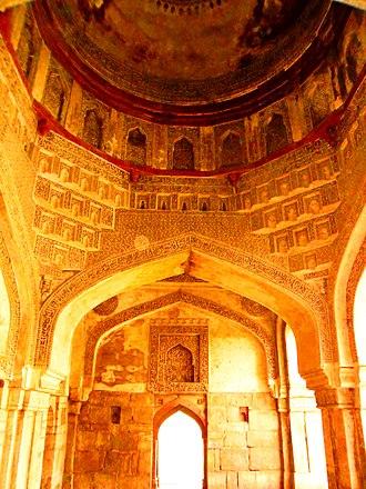 Lodi Gardens - Image: Lodhi Gardens mosque inside view