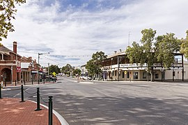 Looking up East St, Narrandera.jpg