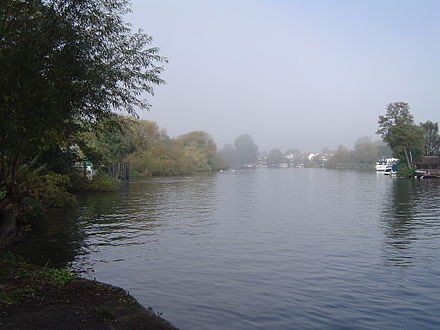 View up the River Thames of Lower Halliford Lower Halliford01.JPG