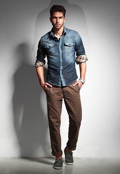 File:Man wearing blue denim shirt with rolled sleeves, tan chinos 1.jpg
