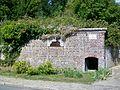 Mareil-en-France (95), ancienne fontaine couverte avec citerne.jpg