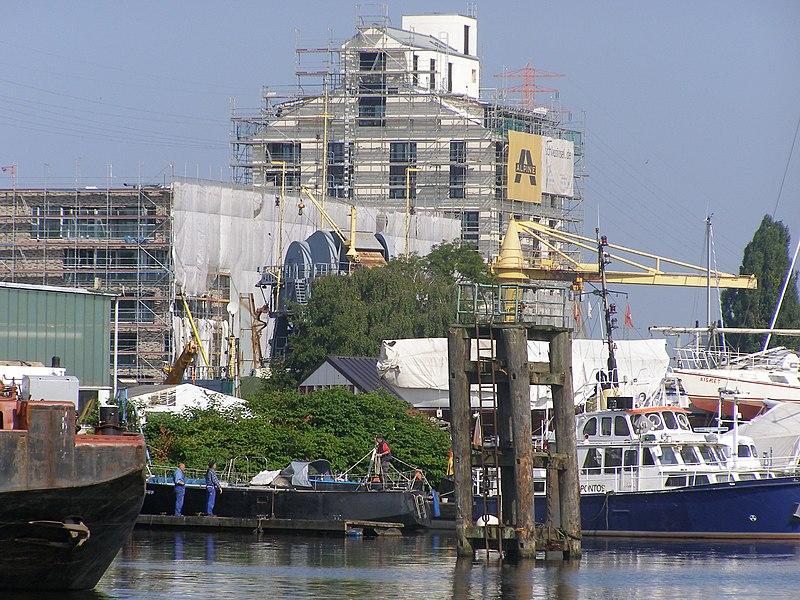 File:Marina auf der Schloßinsel 2013-08-21 1.jpg