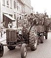 Maturanti na mariborskih ulicah 1961.jpg