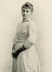 Photo of a standing Maud Humphrey, Bogart's mother