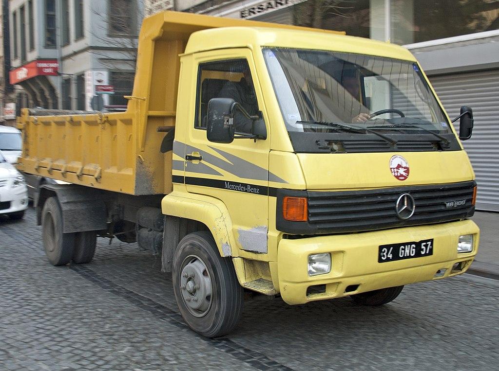 Mercedes benz mb800 dumper of the fatih municipal for Mercedes benz hours