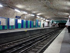 Bourse (Paris Métro) - Image: Metro Paris Ligne 3 station Bourse 01