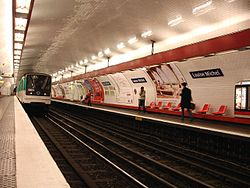 Metro Paris - Ligne 3 - station Louise Michel 03.jpg