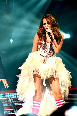 We Ended Right - Image: Miley Cyrus Wonder World concert at Auburn Hills 06
