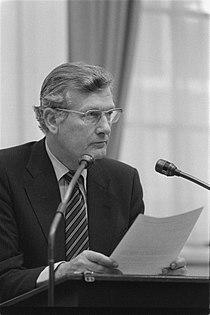 Minister De Koning (Sociale Zaken) aan het woord, Bestanddeelnr 931-8259.jpg