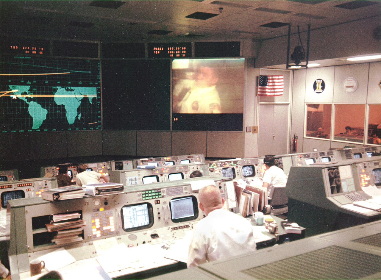File:Mission Operations Control Room during Apollo 13.jpg ...