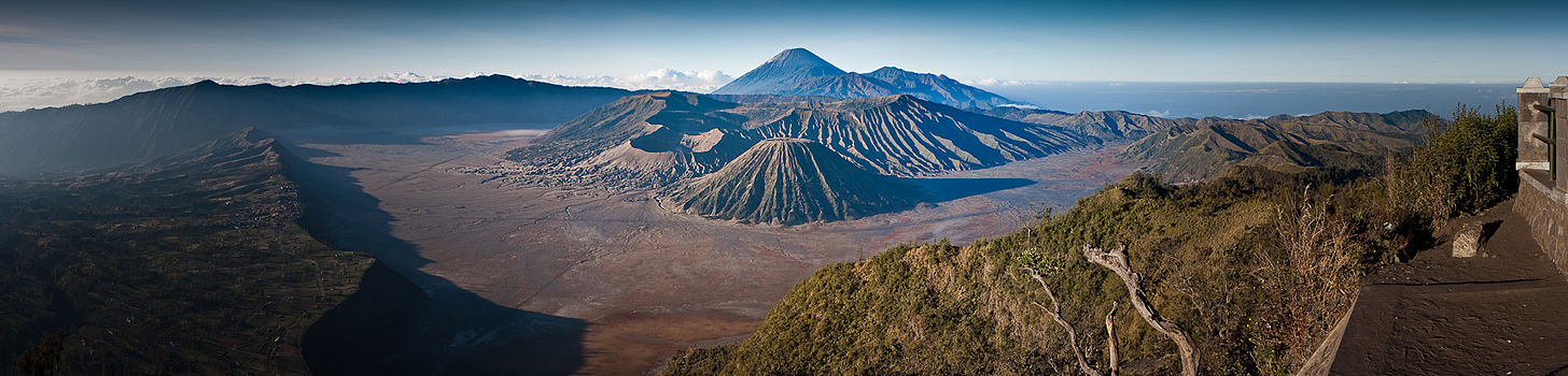 Black And Red >> Mount Bromo - Wikipedia