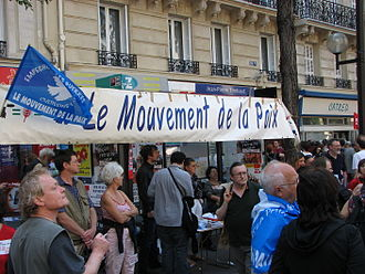 Mouvement de la Paix - Mouvement de la Paix activists demonstrating on 1 May 2007