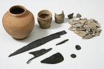 Museo Civico Archeologico di Castelleone - St 70844-53 - corredo di tomba.jpg