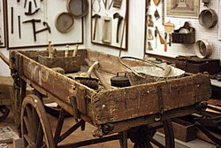 Museo etnografico oleggio attrezzi 3.jpg